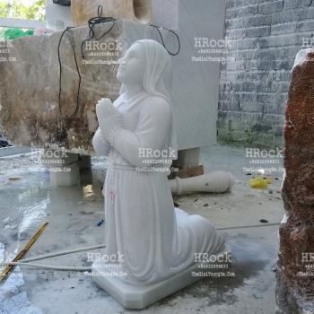 Tượng Đá Thánh Nữ Bernadette